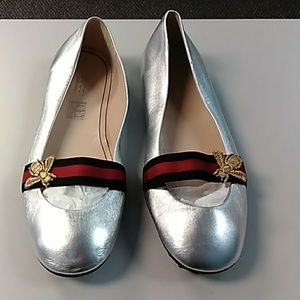 Gucci silver leather flats w/ bee 38.5 NWOB